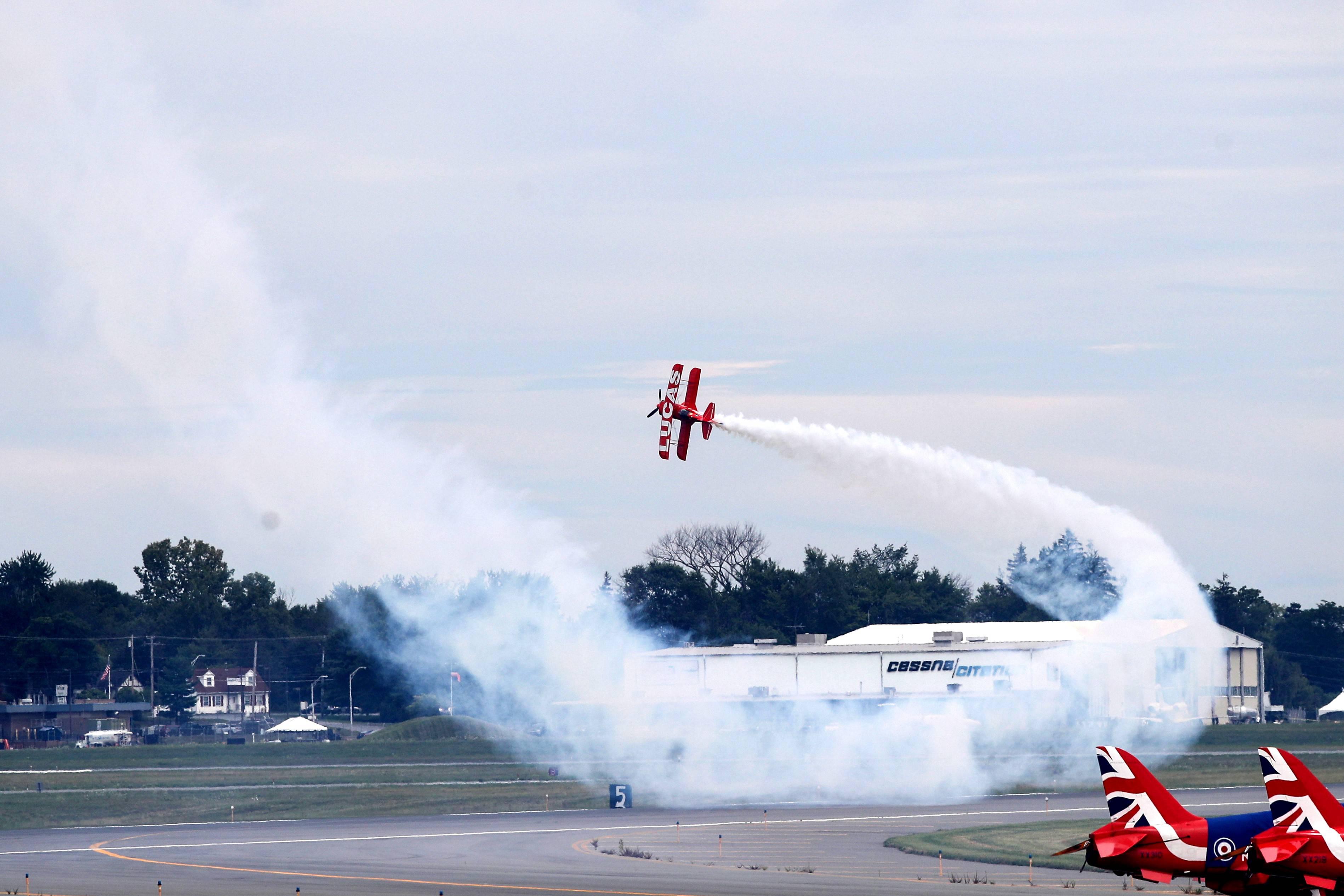 纽约国际航展即将开幕 参展飞机彩排炫技