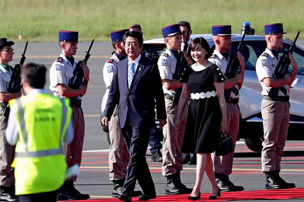 G7峰会各国元首抵达机场 现场警卫荷枪实弹