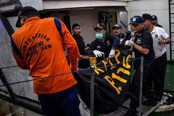印尼东爪哇省一渡轮失火 致4人死亡54人失踪
