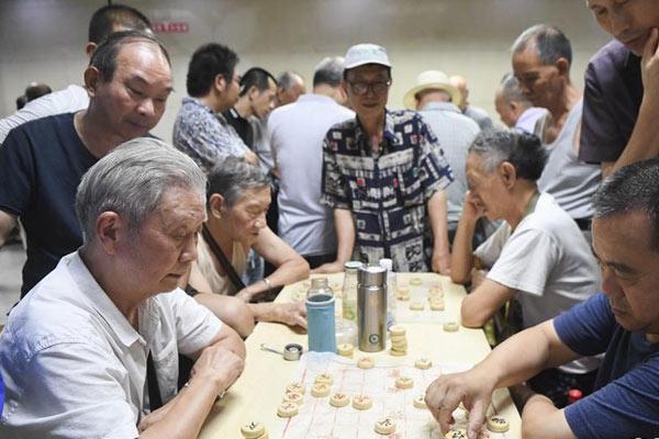 重庆:防空洞里享清凉