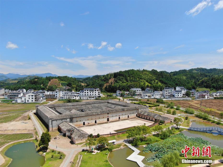 航拍中国最大方形客家围屋——东生围