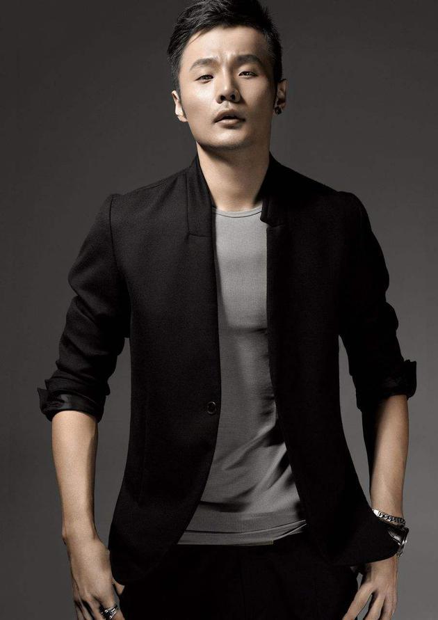 李荣浩否认推崇网络歌曲 强调没必要一杆子全拍死