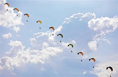 动力伞飞行表演
