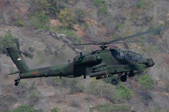 印尼阿帕奇武直首次出动 与美军阿帕奇并肩作战
