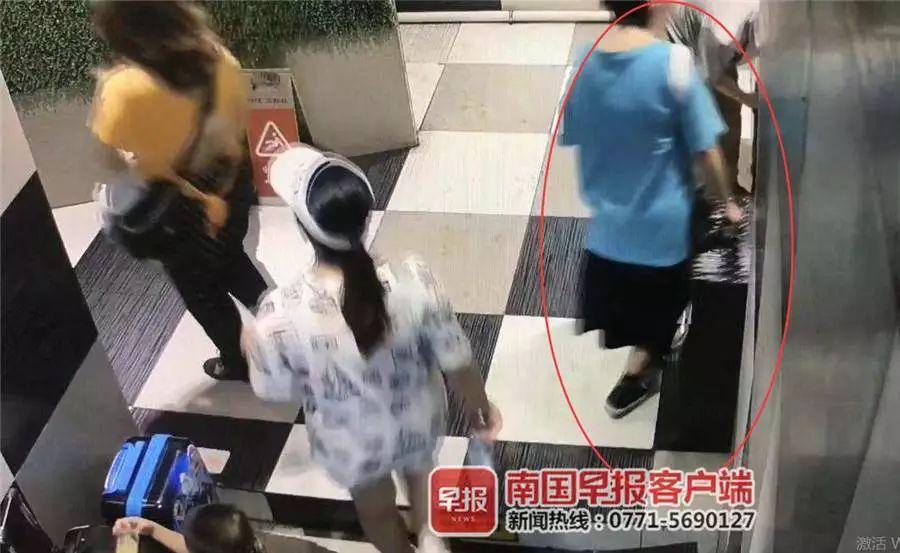 柳州男子在公厕门口偷走女生的行李箱!逃走时还换上了人家的女裤
