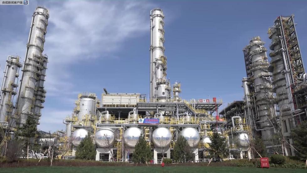 """高端石化工厂长啥样?原油被""""吃干榨净""""废水处理后能养鱼"""