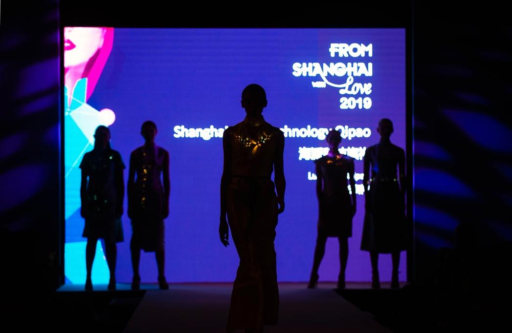 """""""上海品牌""""助力""""上海设计"""",科技旗袍再现爱丁堡艺术节"""
