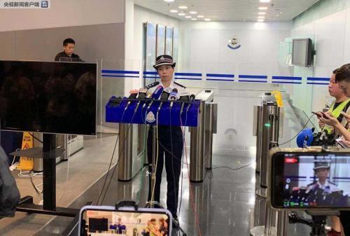 香港警方凌晨召开记者会:25日共有15名警员受伤