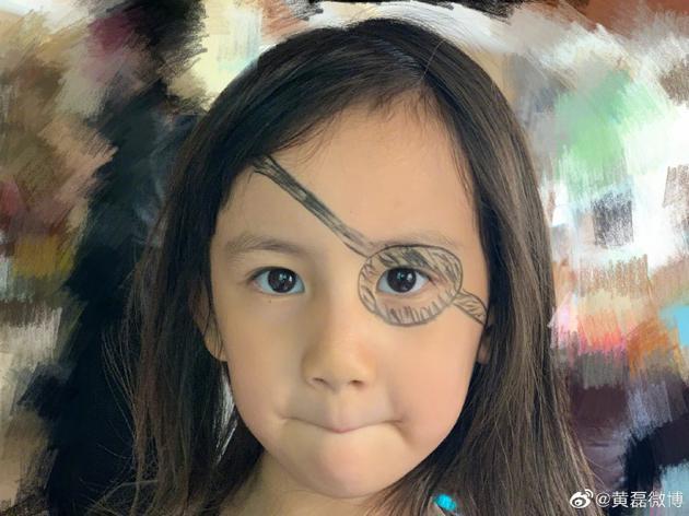 黄磊给多妹化海盗妆 网友:和我童年画表一样敷衍