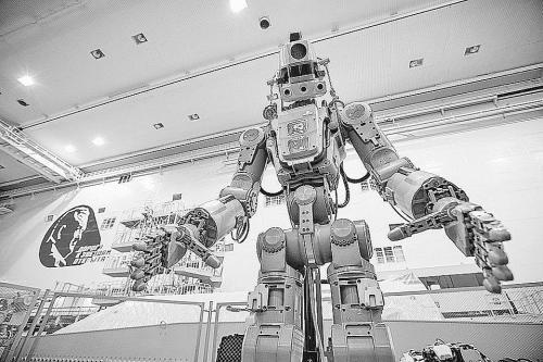 """""""机器人航天员""""太空首秀遇挫"""