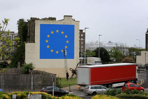 """英国脱欧壁画离奇""""失踪"""" 为涂鸦大师班克西所作"""