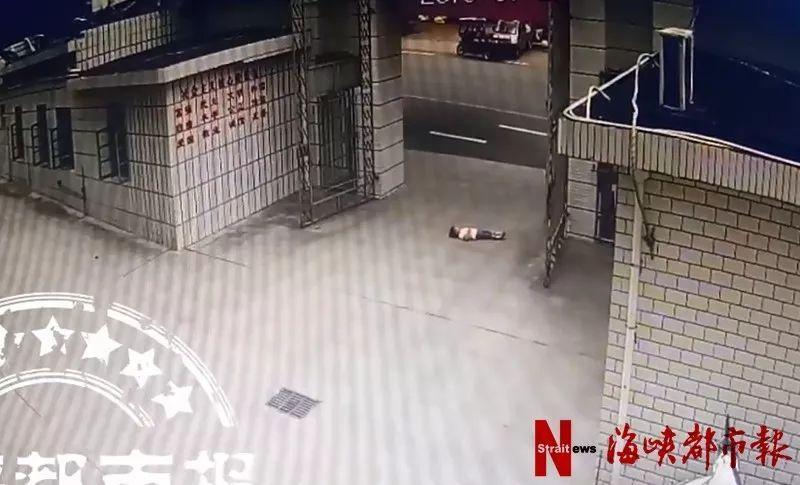 令人窒息!福建4岁女孩躺地上,小车直接碾
