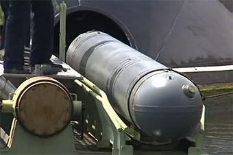 阿尔及利亚基洛级潜艇射导弹击中210公里外目标