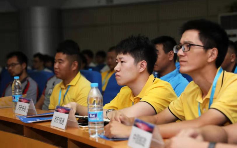 全国首个快递学院成立 设沟通和压力处理等课程