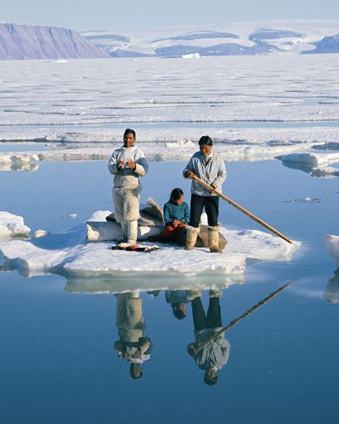 格陵兰岛遇22°c罕见高温 儿童穿t恤海边玩耍