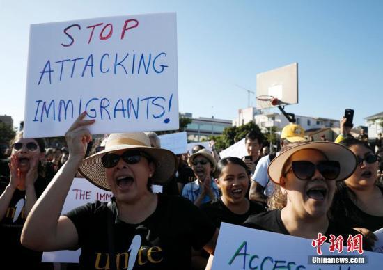 """数百亚裔移民奥克兰集会 抗议特朗普政府""""公共负担""""新规"""