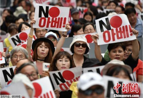 不去日本不买日货!被踢出白名单的韩国,反日怒火高涨