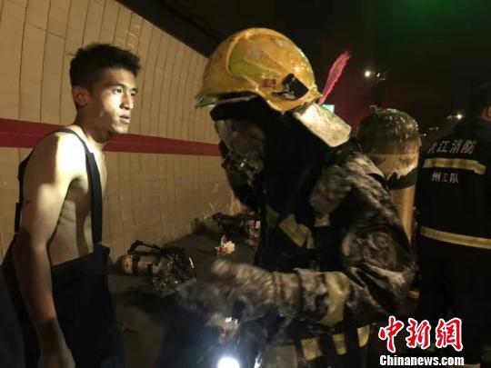 浙江一货车隧道自燃致5死31伤 当地全力救治伤员