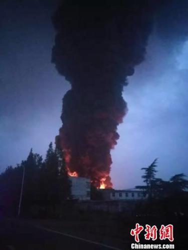 江苏常州停产化工区一企业发生火灾 无人员伤亡