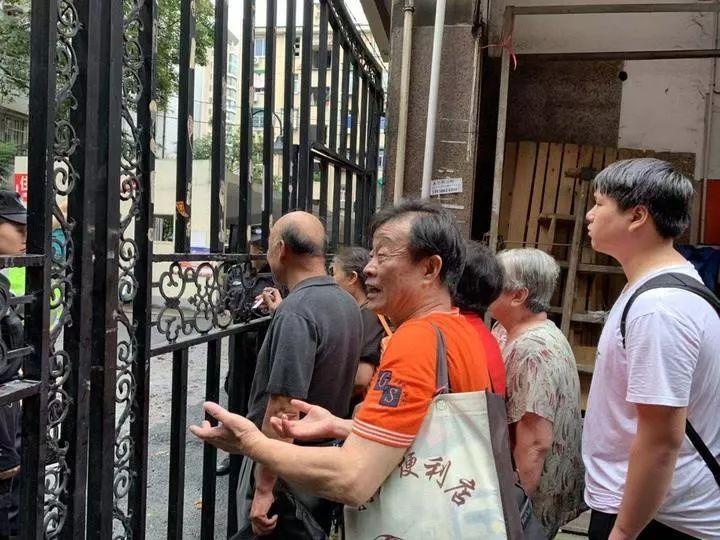 回家!杭州建国北路坍塌事故中,撤离的居民陆续返回