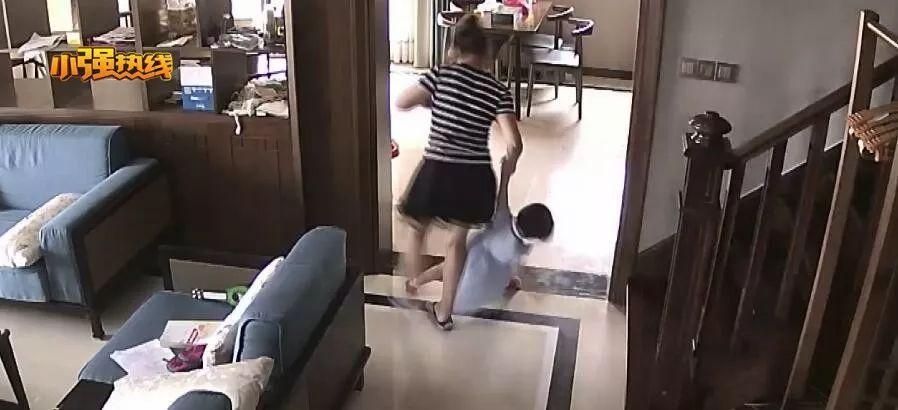 心都碎了!妈妈翻看家中监控竟发现保姆对2岁女儿做这种事