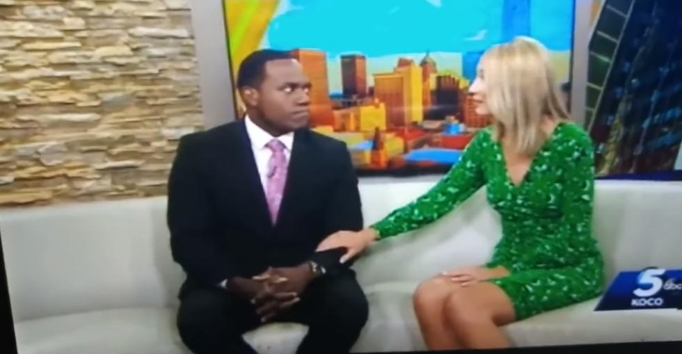 美国白人女主播笑话黑人同事像猩猩 被骂后哭着道歉