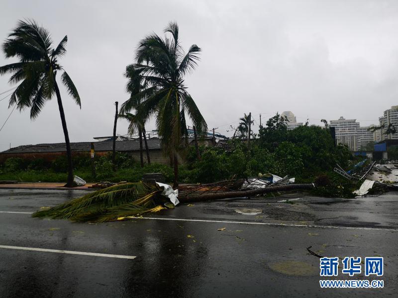海南儋州遭遇龙卷风袭击造成8人死亡