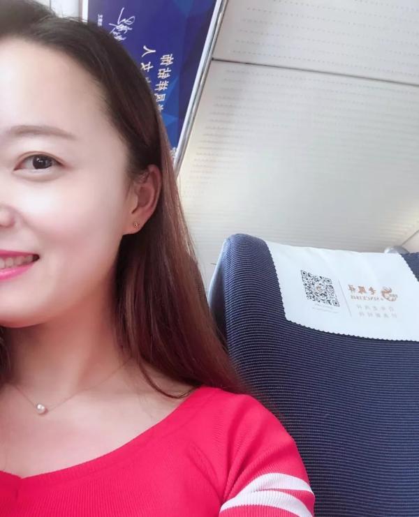 高铁乘客突发呼吸异常,女医生用清洁袋2分钟缓解症状