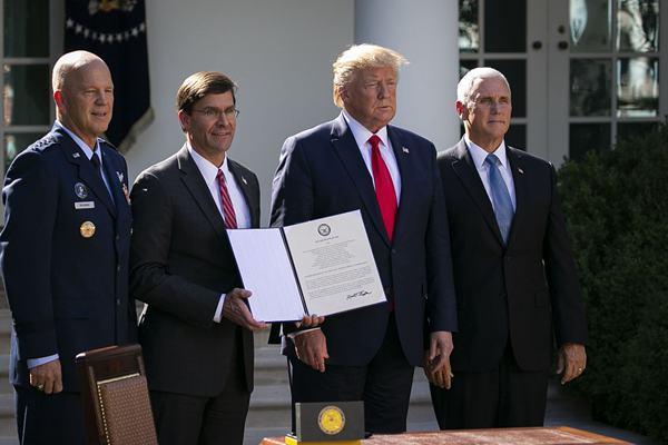 特朗普正式宣布建立美国太空司令部