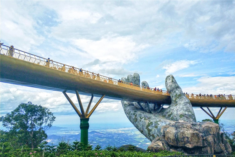 见识一下!越南巴拿山佛手金桥吸引世界各地游客...