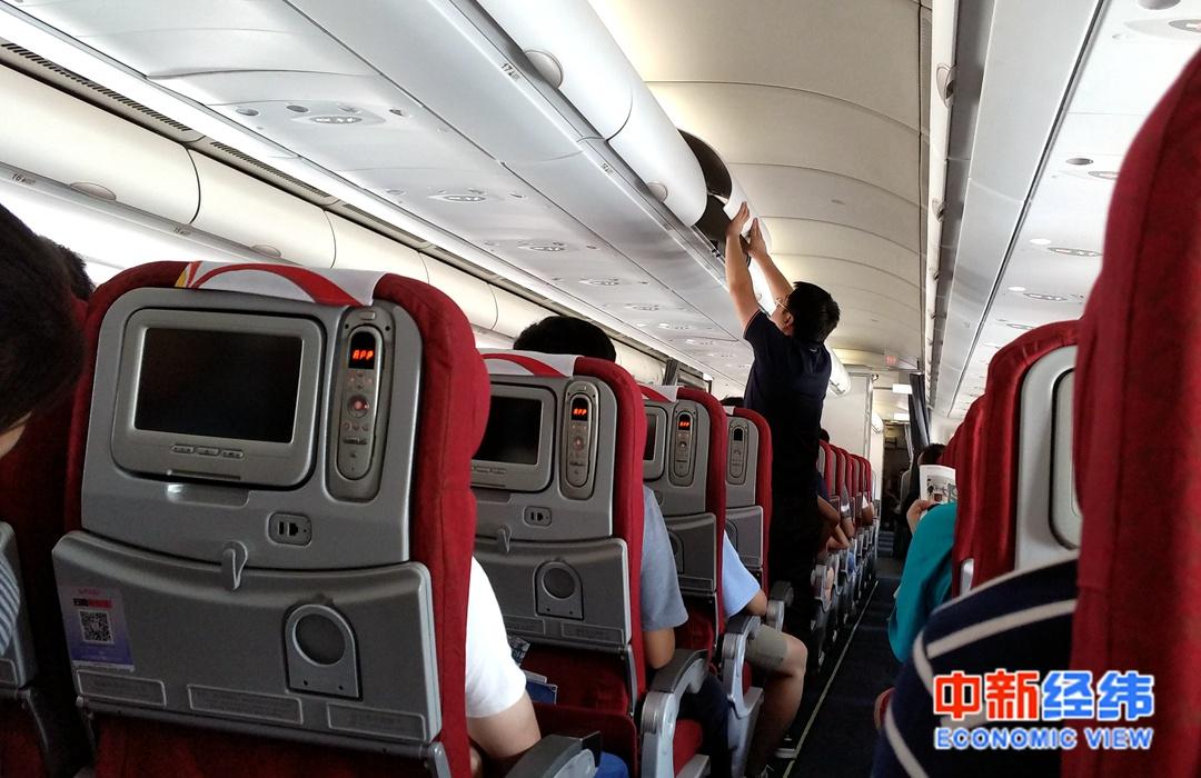 飞机餐缩水为了安全?网友:就差压缩饼干配凉白开了