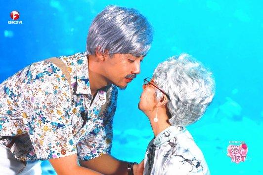 """《爱的旅行》三对夫妻""""金婚""""忆往昔 李茂弦子相见秒泪奔"""