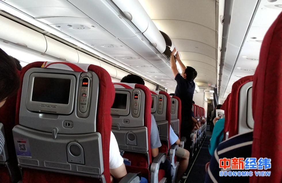 """飞机餐""""缩水""""为了安全?网友:就差压缩饼干配凉白开了!"""