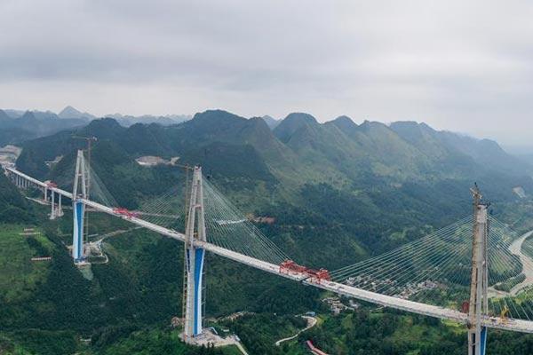 平塘特大橋即將合龍