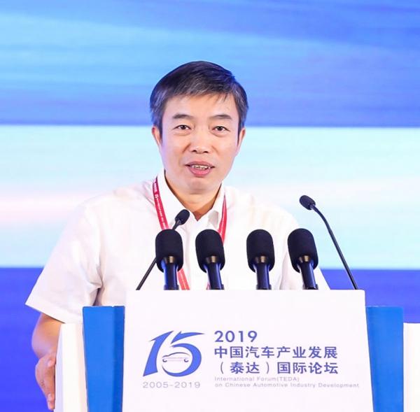 工信部罗俊杰:新能源汽车发展需转换发展动力