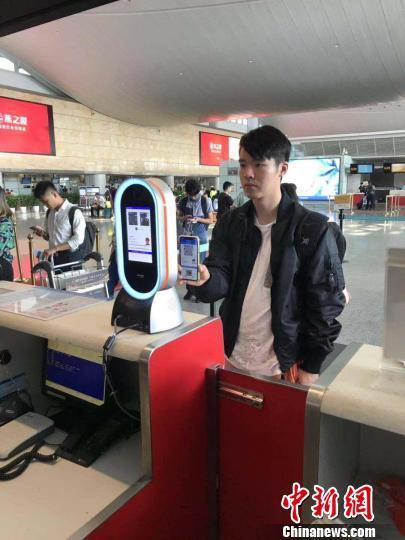 杭州机场9月1日开启电子临时乘机证明 扫码可过安检
