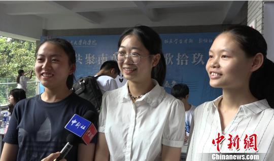 """南京大学""""被网红"""":新生报到首日""""乔英子""""扎堆_社会_环球网"""