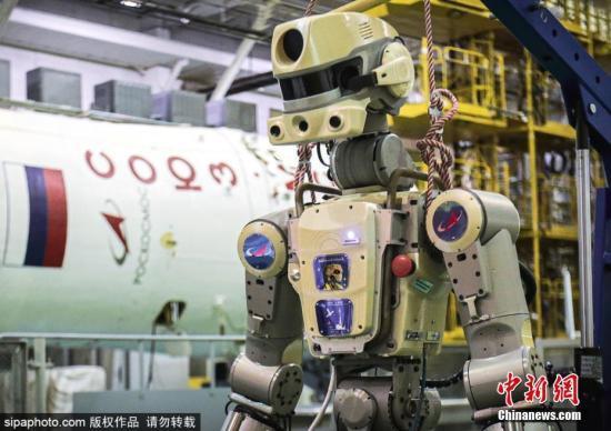 """准备工作了!俄太空机器人""""费奥多尔""""电源成功接通"""