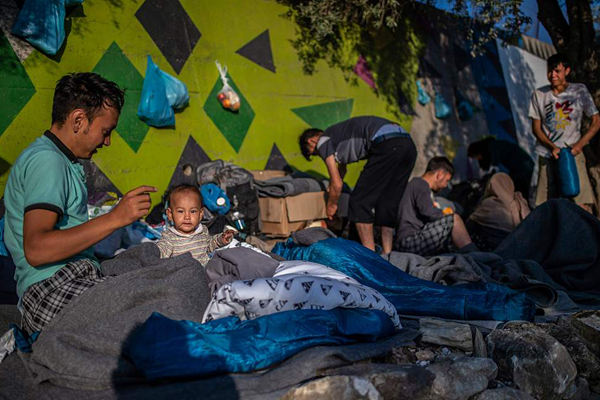 难民大量涌入 希腊莫里亚难民营再度人满为患