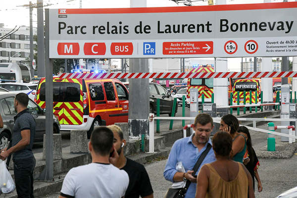 法国一火车站附近发生持刀袭击事件
