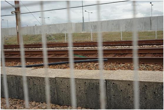 港媒:3名20岁男子涉嫌向港铁路轨抛砖头等杂物被拘捕