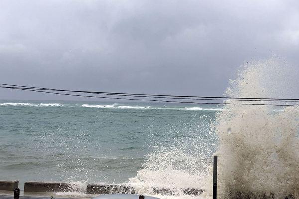"""飓风""""多里安""""袭击巴哈马群岛"""