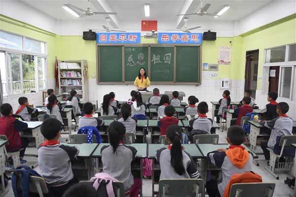 四川汶川:災區小學按期開學