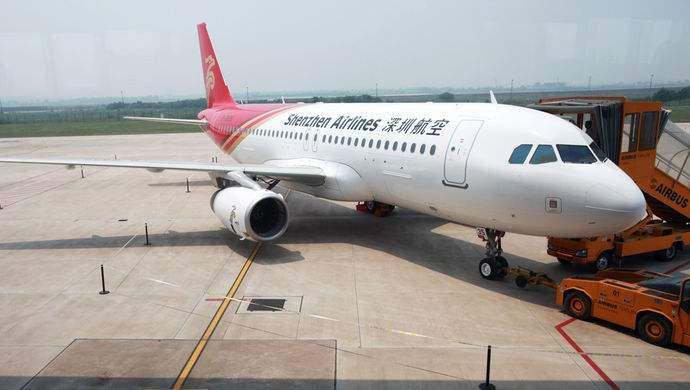离港航班遭炸弹恐吓 香港警方已介入调查
