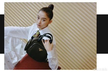 网赚工具:关晓彤最新杂志照曝光 古风高马尾鬼马灵动表现