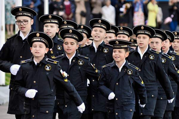 俄海军学校开学 学员朝气蓬勃英姿飒爽