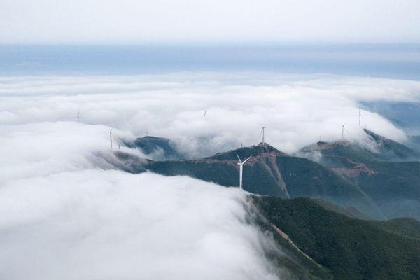 無人機航拍太行山 看云海翻騰