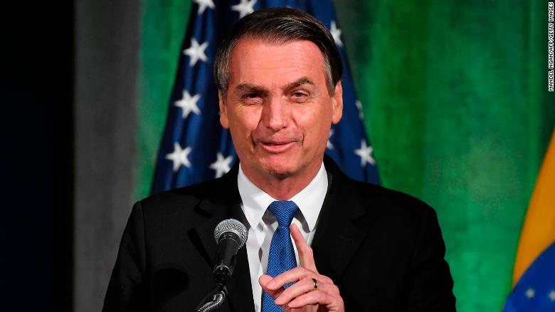 亚马孙雨林大火之际,巴西总统将缺席地区峰会:为手术做准备