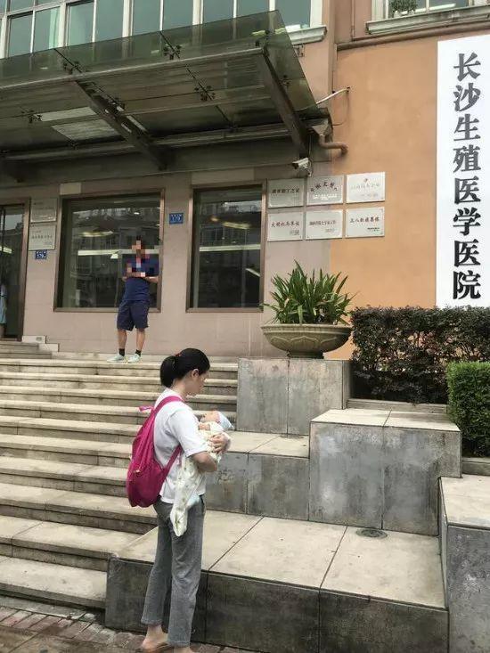 湖南夫妇想生儿子花7.6万做试管婴儿,生下先天愚型女宝宝,医院回应