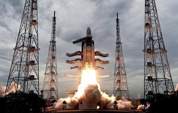 """印度""""月船2号""""着陆器成功分离,尝试9月7日登陆月球南极"""